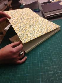 Personaliza tus libros con papel Tinta Gris